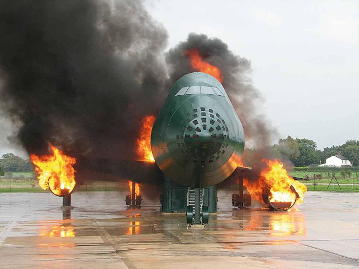 Aircraft-FireTraining-Facility--Flugzeug-BÜA-Manchester-Airport-England-1