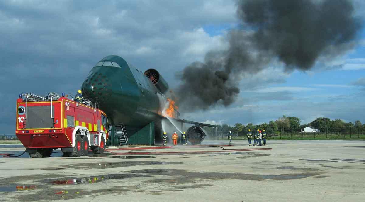 Aircraft-FireTraining-Facility--Flugzeug-BÜA-Manchester-Airport-England-2